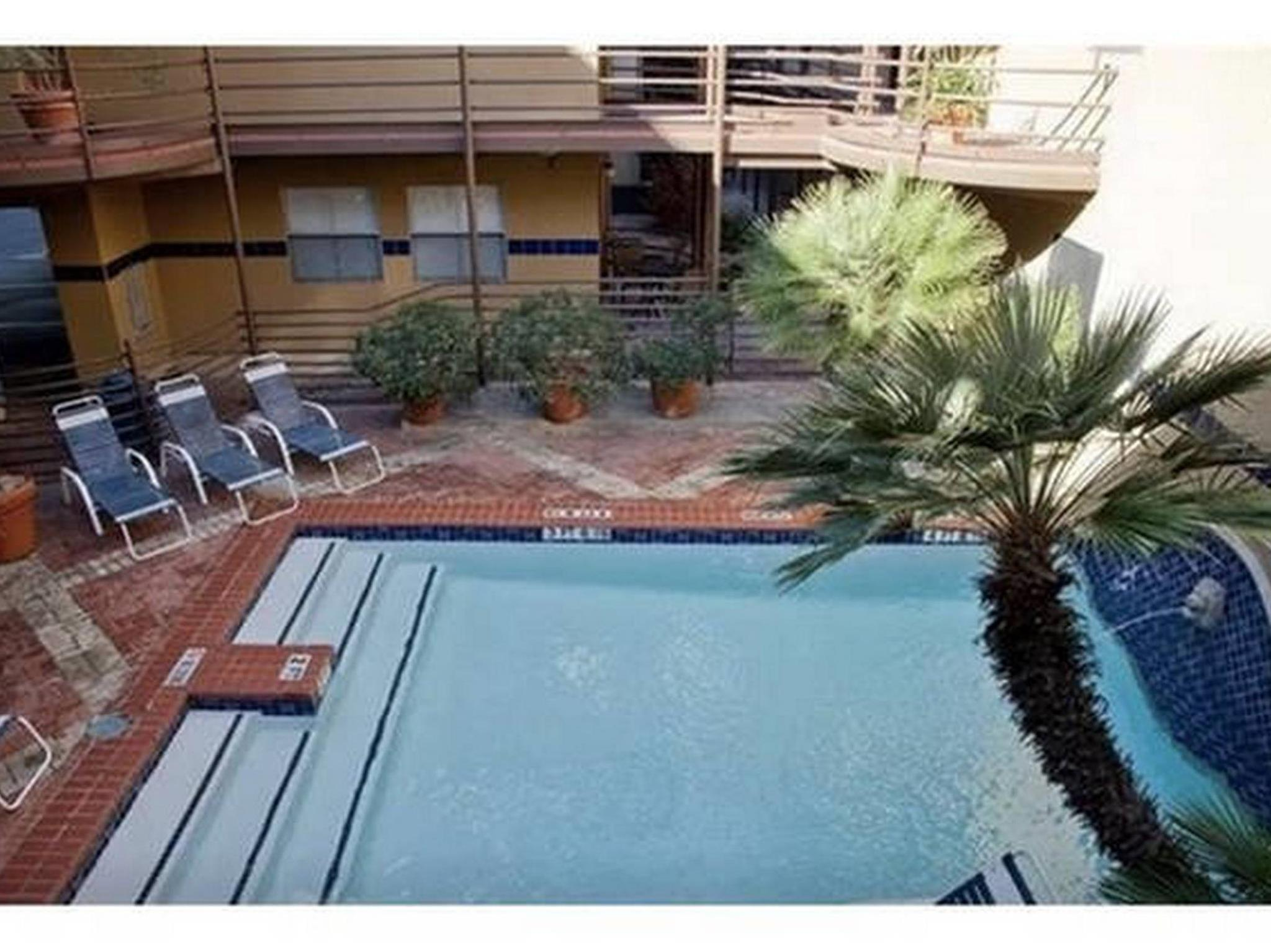Two Bedroom Loft Condo - Next to Convention Center