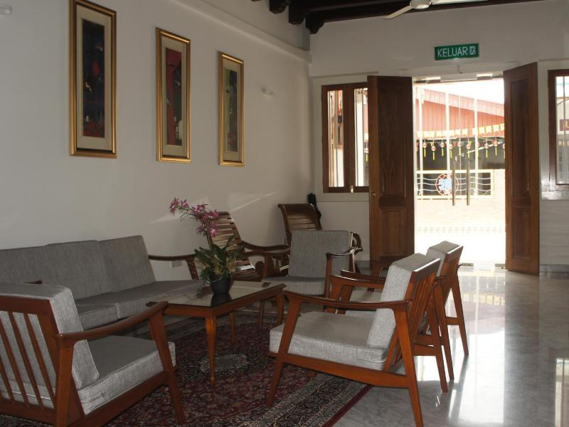 Heeren Straits Hotel