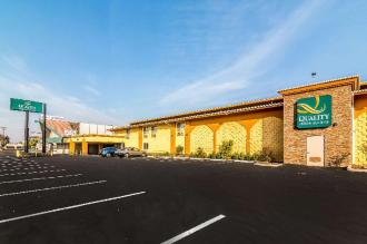 Quality Inn & Suites near Downtown Bakersfield