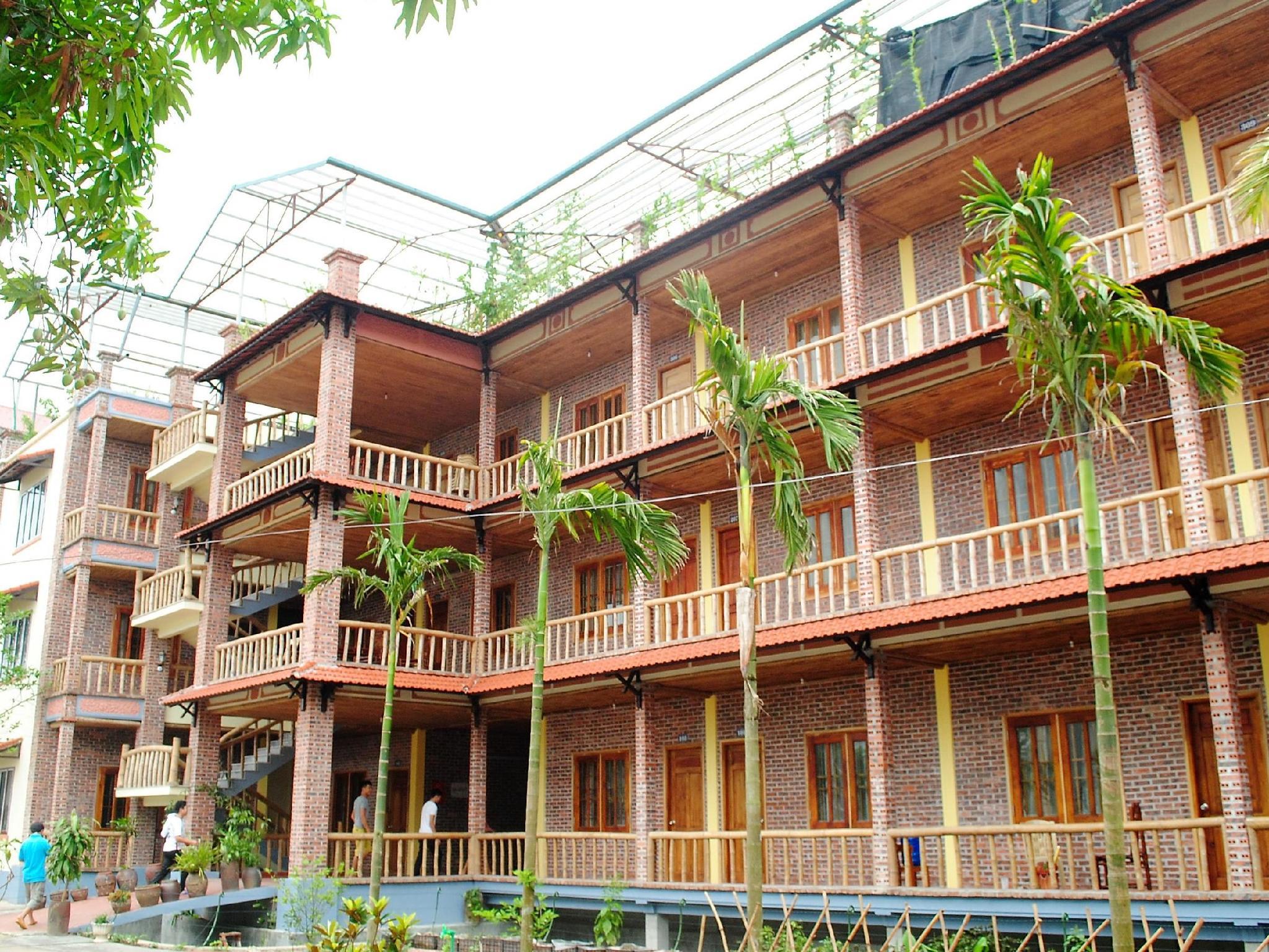Ho Nui Dinh Hotel, Gia Viễn