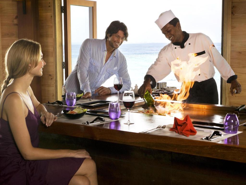 Vilamendhoo Island Resort & Spa, grill seafood