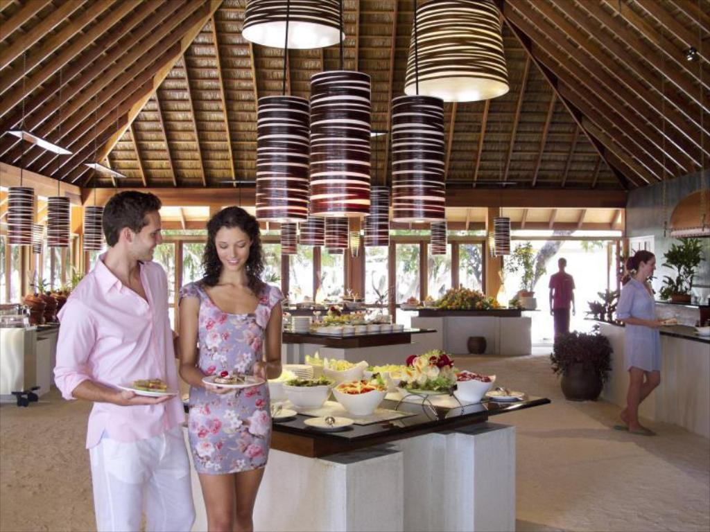 Vilamendhoo Island Resort & Spa, main buffet restaurant