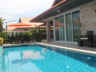 Villa Ville Pool Jomtien / 3 BR 6-8 personer