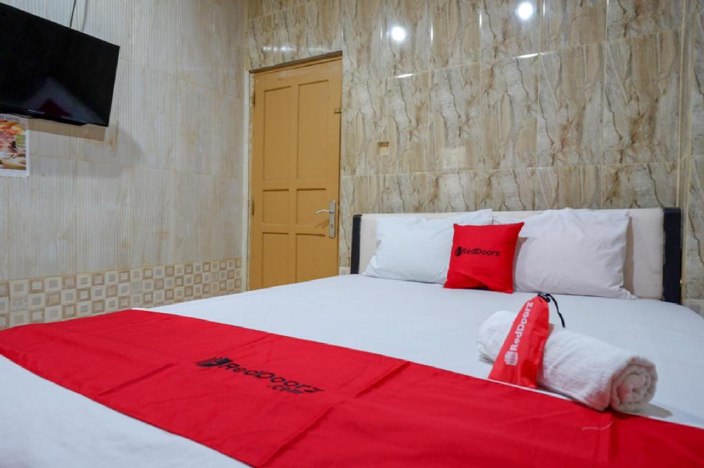 RedDoorz near Kendari Beach 2