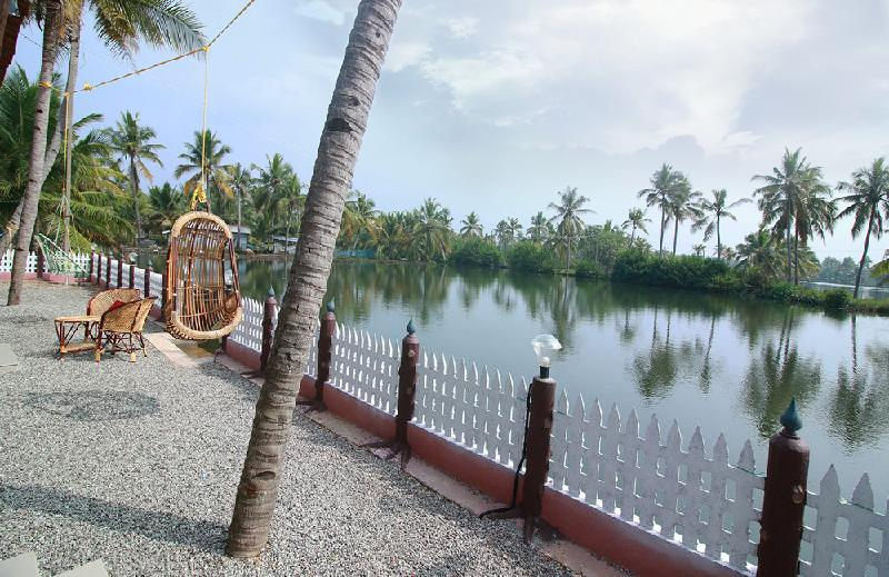Munroe Island Lake Resorts Hotel Kollam in India