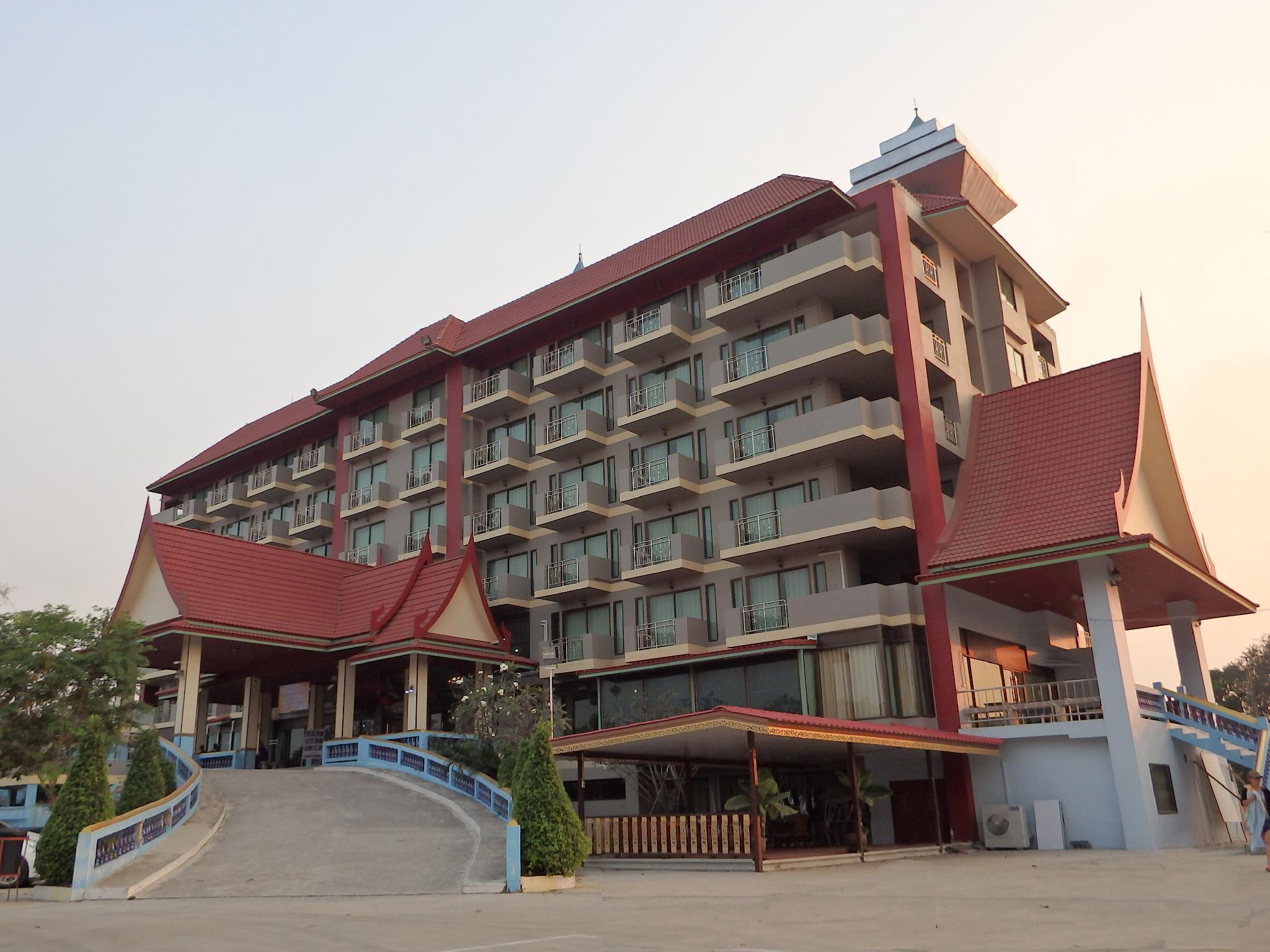 Toh Buk Seng Riverside, Nakhon Luang