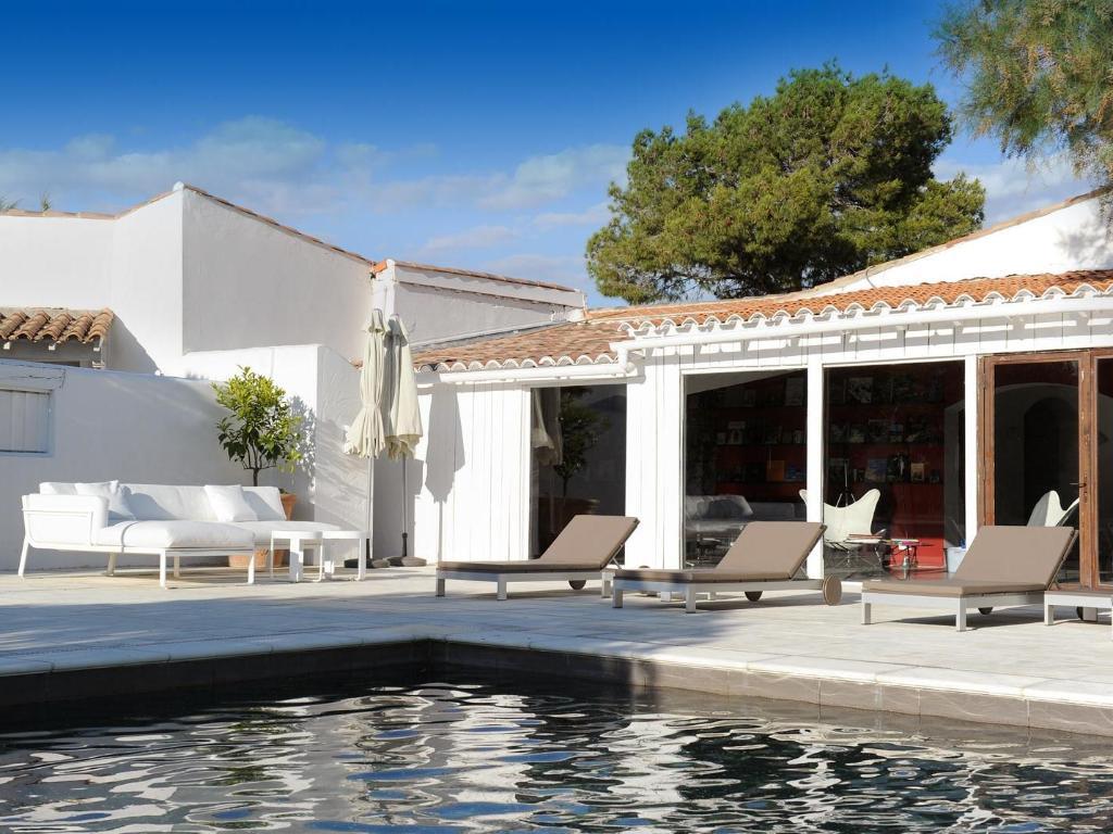 Best price on le mas de la fouque hotel in saint gilles reviews - Hotel le mas de la fouque ...