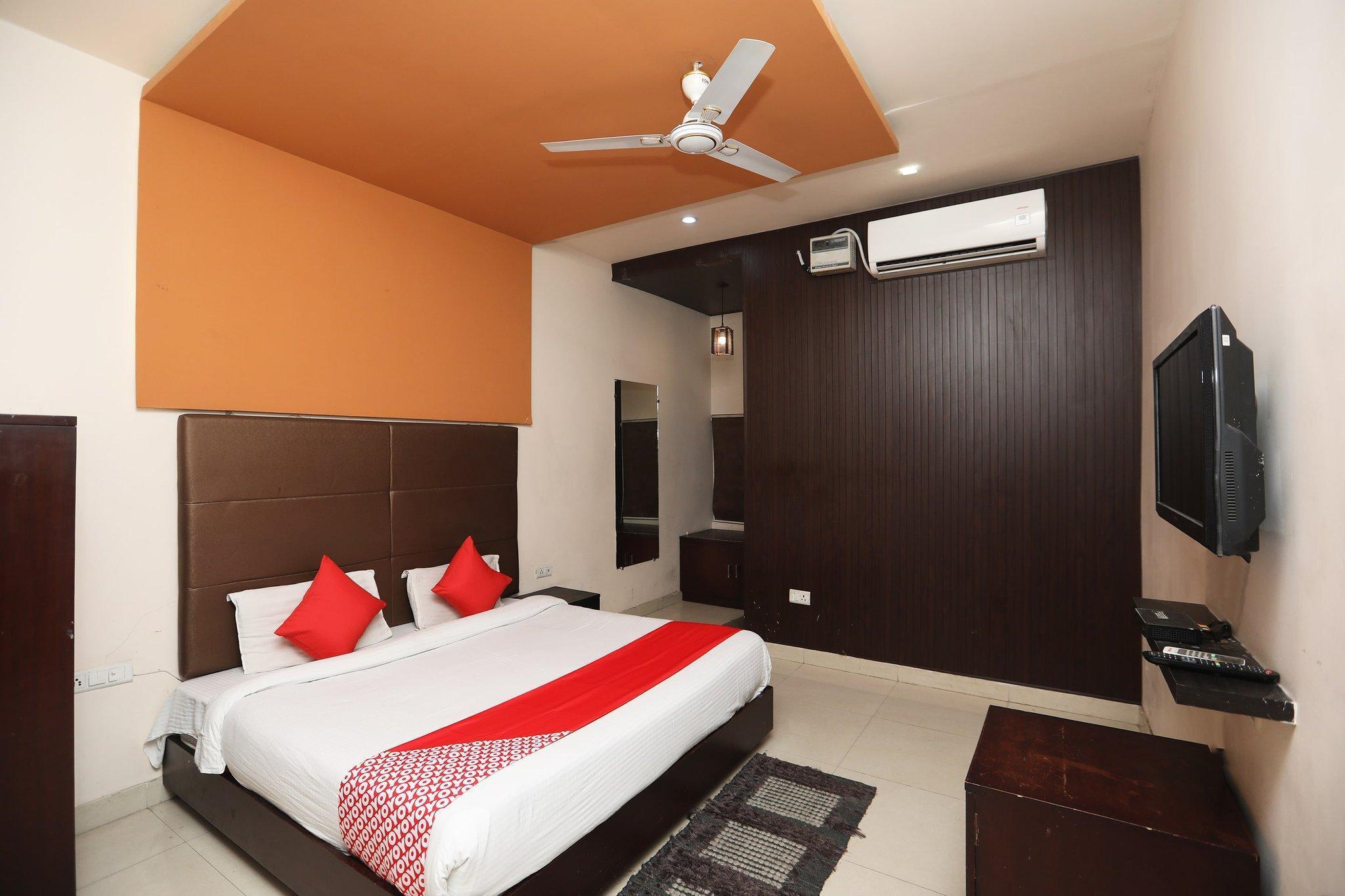 OYO 40255 Lal Quila Airport Resort, Meerut