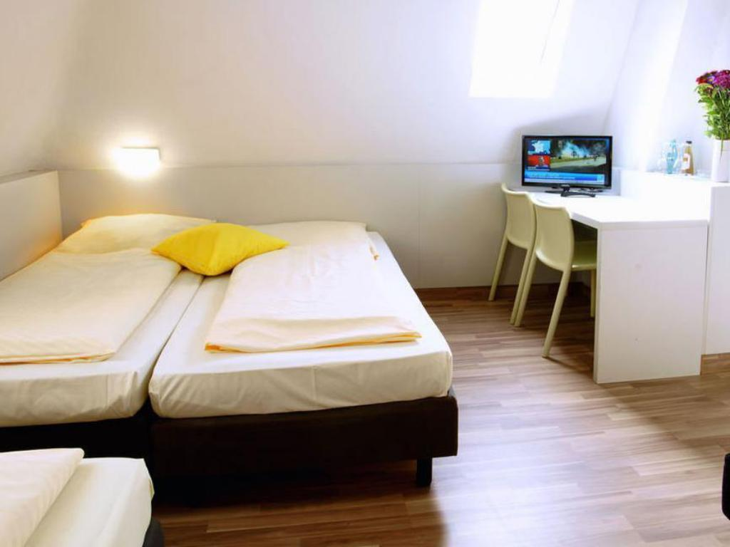 Best Price On Colour Hotel In Frankfurt Am Main Reviews
