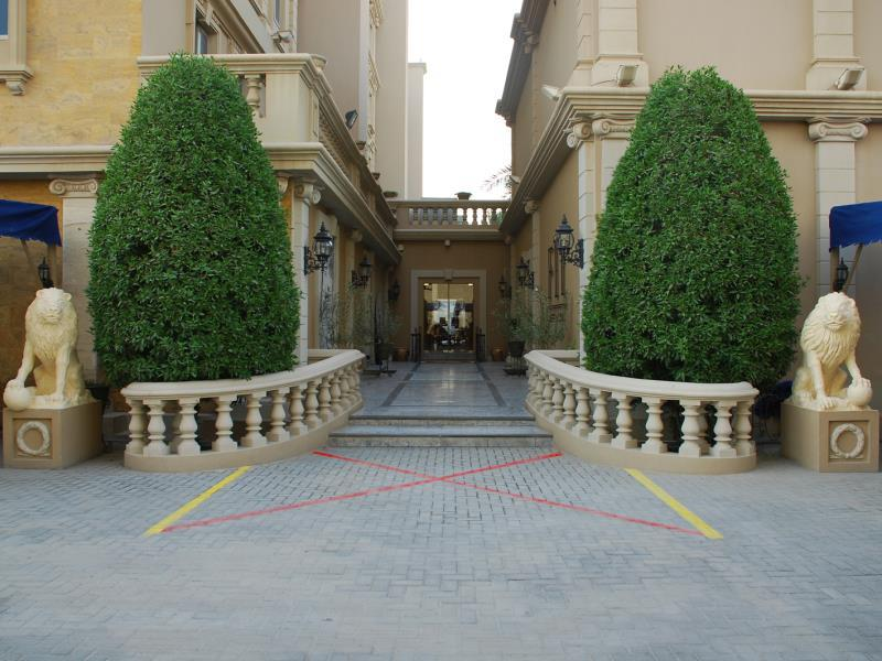 Riviera Palace Deluxe Suites & Spa,