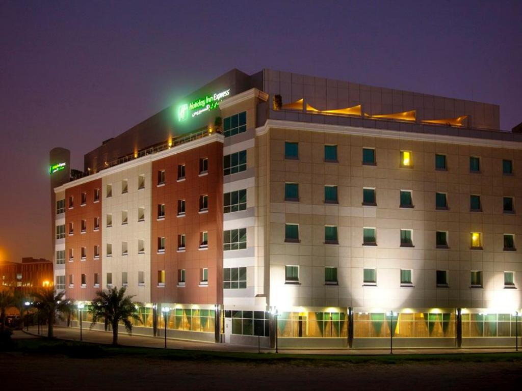 Best price on holiday inn express dubai internet city in for Best suites in dubai
