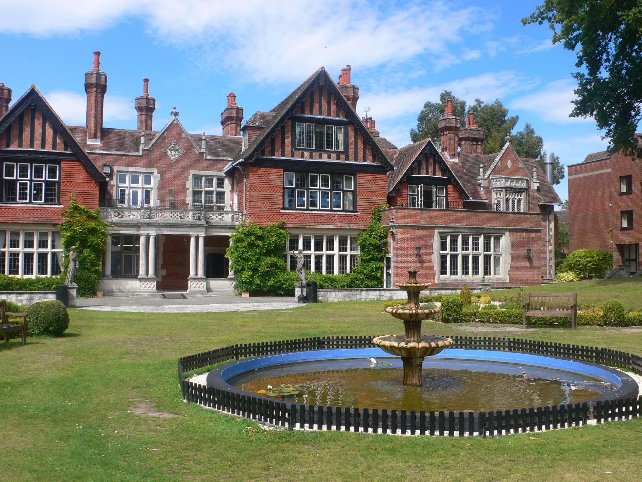 Macdonald Elmers Court Resort, Hampshire