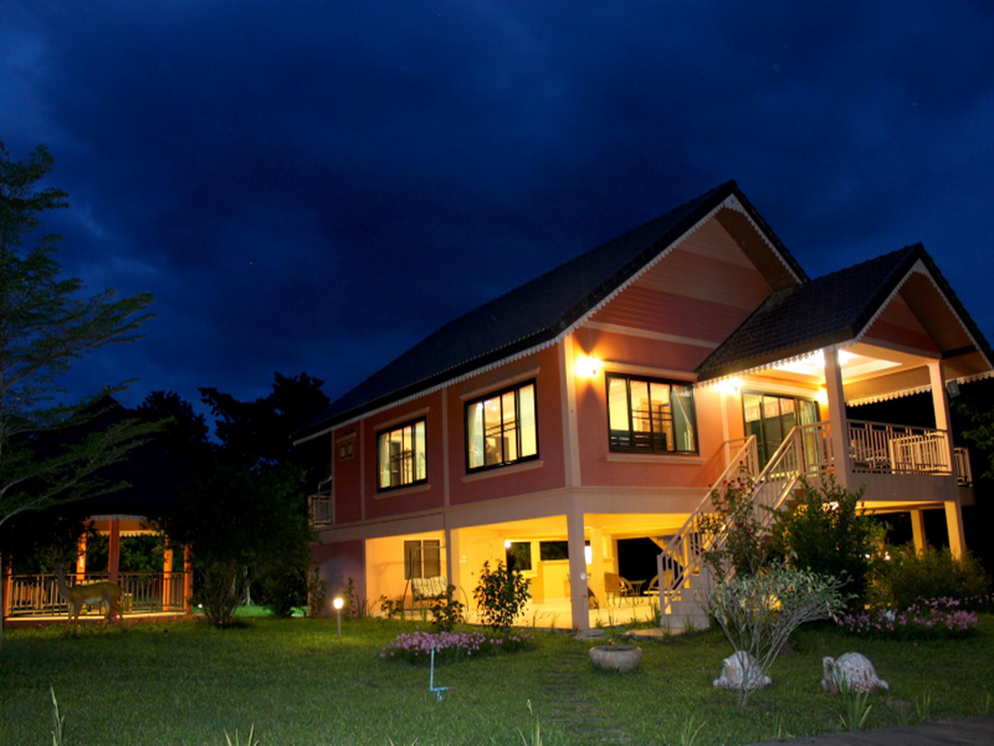 Maya Valley, Muak Lek