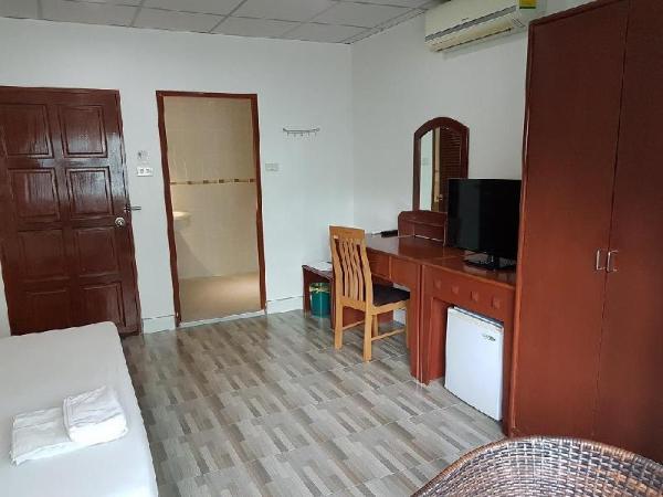 Welcome Inn Hotel Karon Beach 3 bed room from only 1200 Baht Phuket