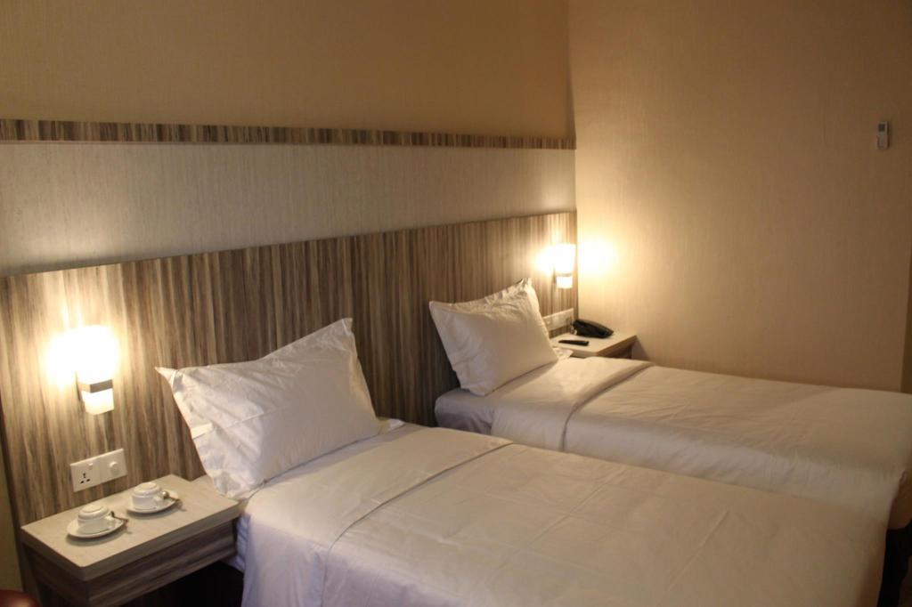 Fasilitas kamar The Golden Bay Hotel Batam