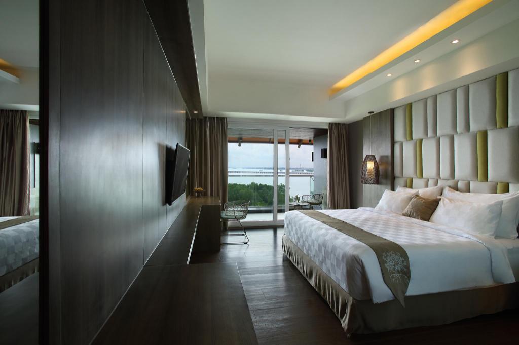 Kamar penginapan di The Crystal Luxury Bay Resort Nusa Dua - Bali