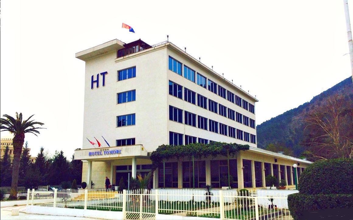 Hotel Tomori, Beratit