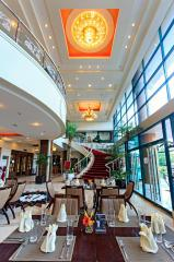 Международный отель и жилые апартаменты Сарроса