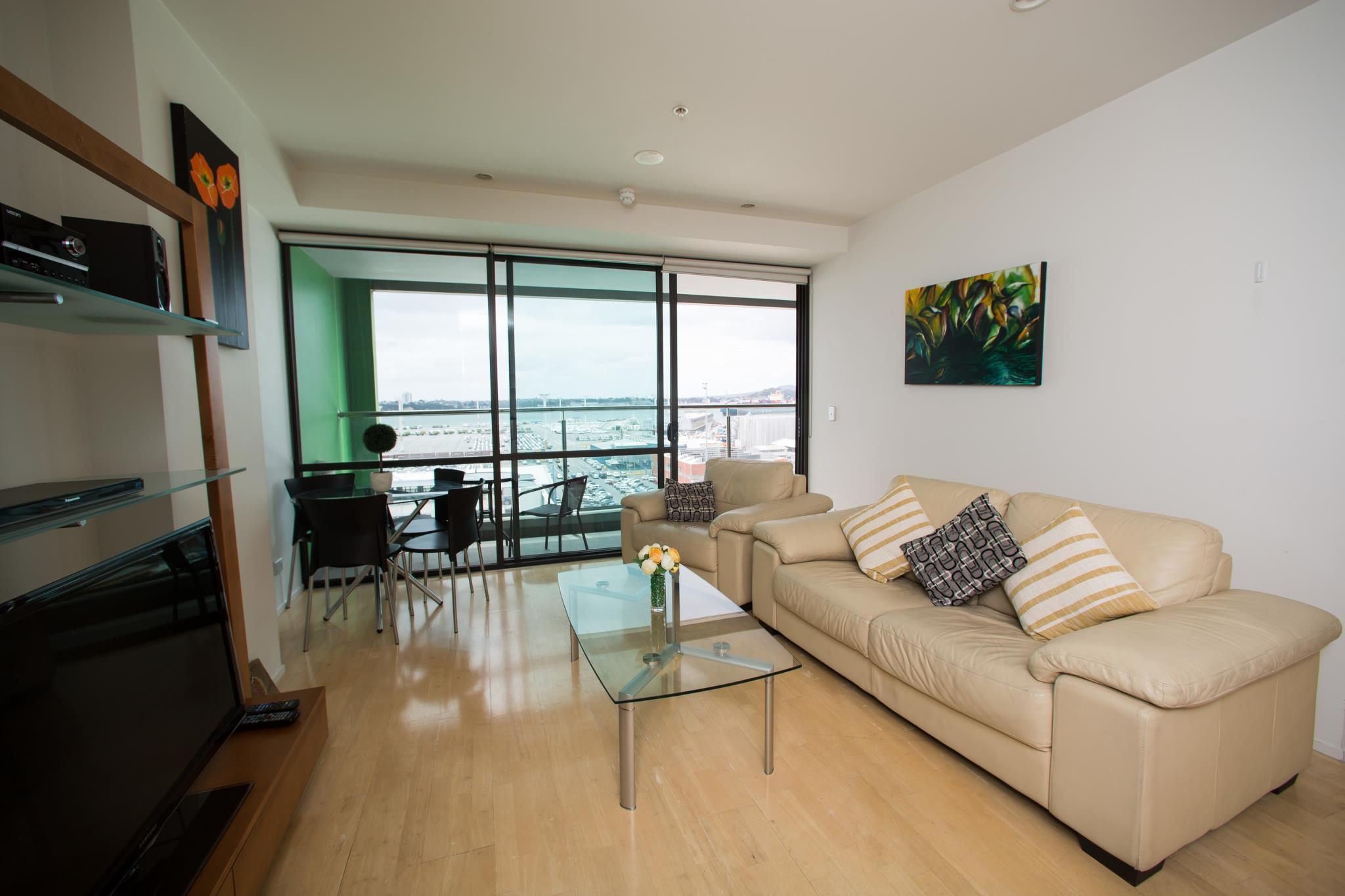 Central Harbor Views Two Bedroom Apartment, Waitakere