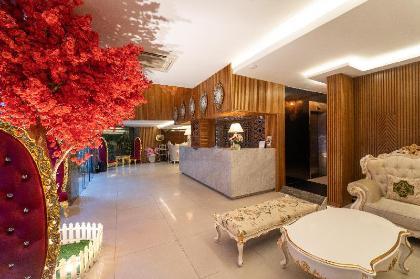 Khách Sạn The White 8A Thái Văn Lung