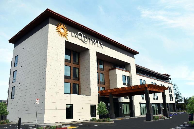 La Quinta Inn & Suites by Wyndham Santa Rosa Sonoma