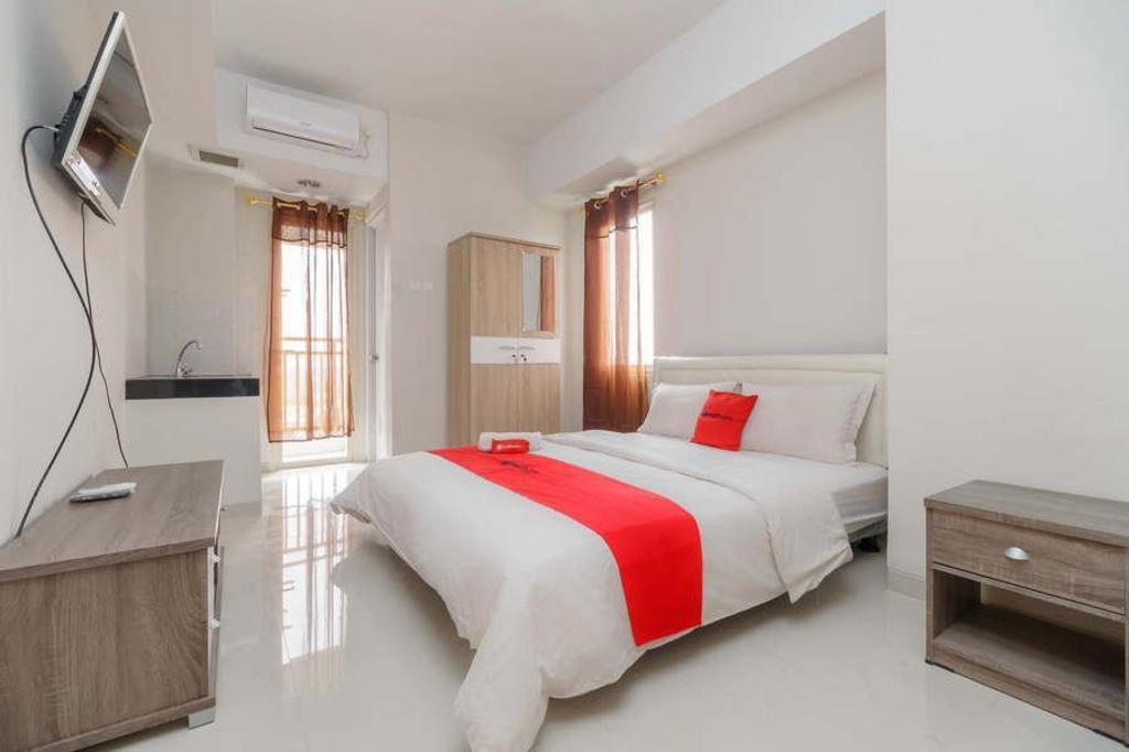RedDoorz Apartemen @ Green Lake View Cimanggis