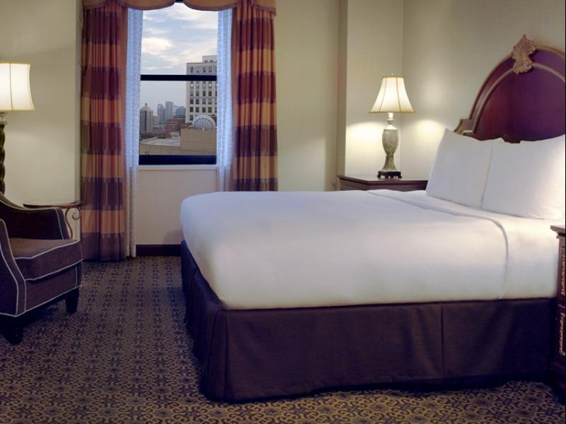 Hilton Chicago Hotel, Cook