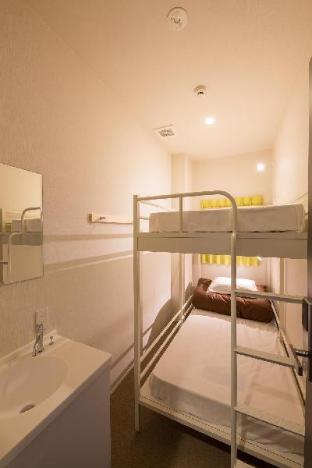 二段ベッドルーム(共同バスルーム)