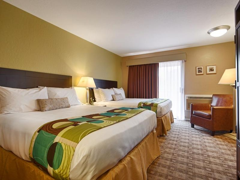 2 Queen Beds Pool View - Free Internet In Room - Free Parking - Fridge - Microwave - Whirlpool