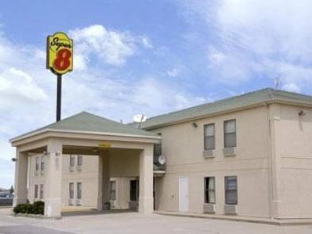 Super 8 Motel Chenoa In