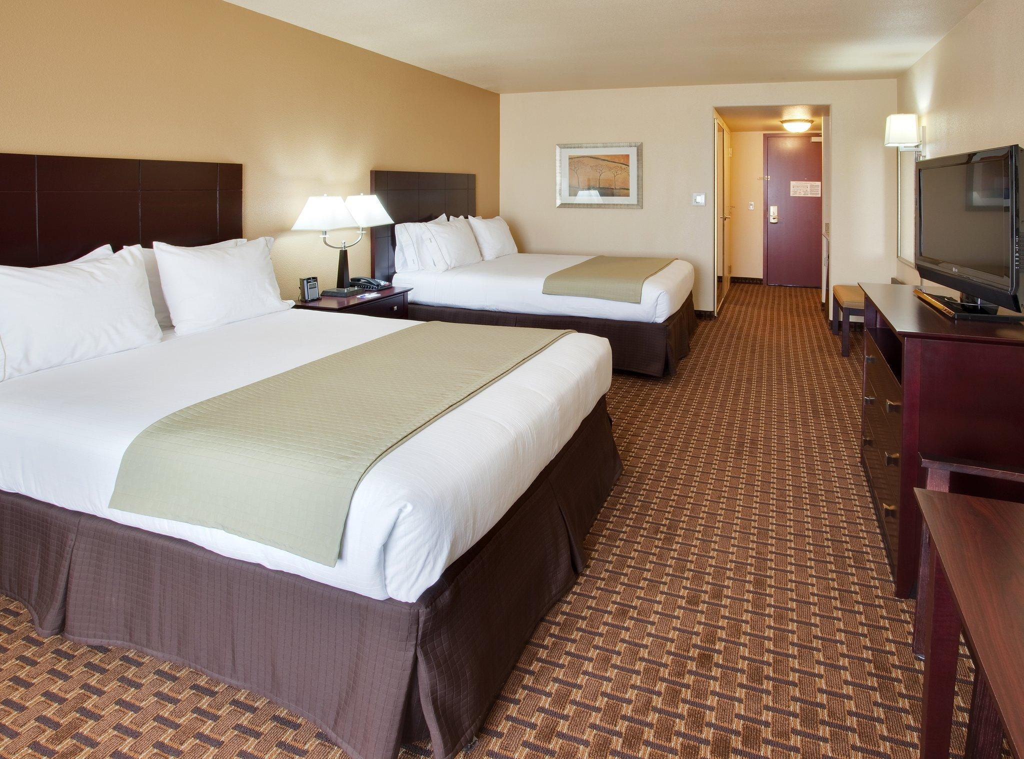Holiday Inn Express Hotel & Suites Dinuba West, Tulare