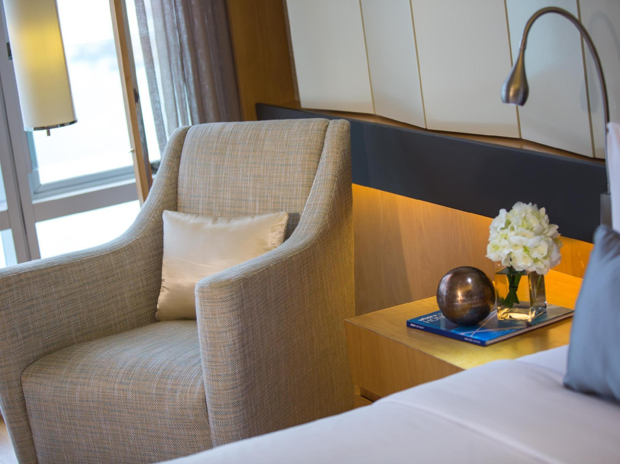 Best Price on Renaissance Hong Kong Harbour View Hotel in