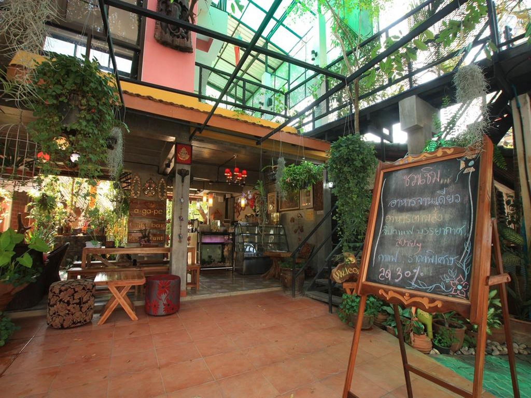 A-Ga-Pe Coffee Bar Restaurant&Hostel, San Kamphaeng