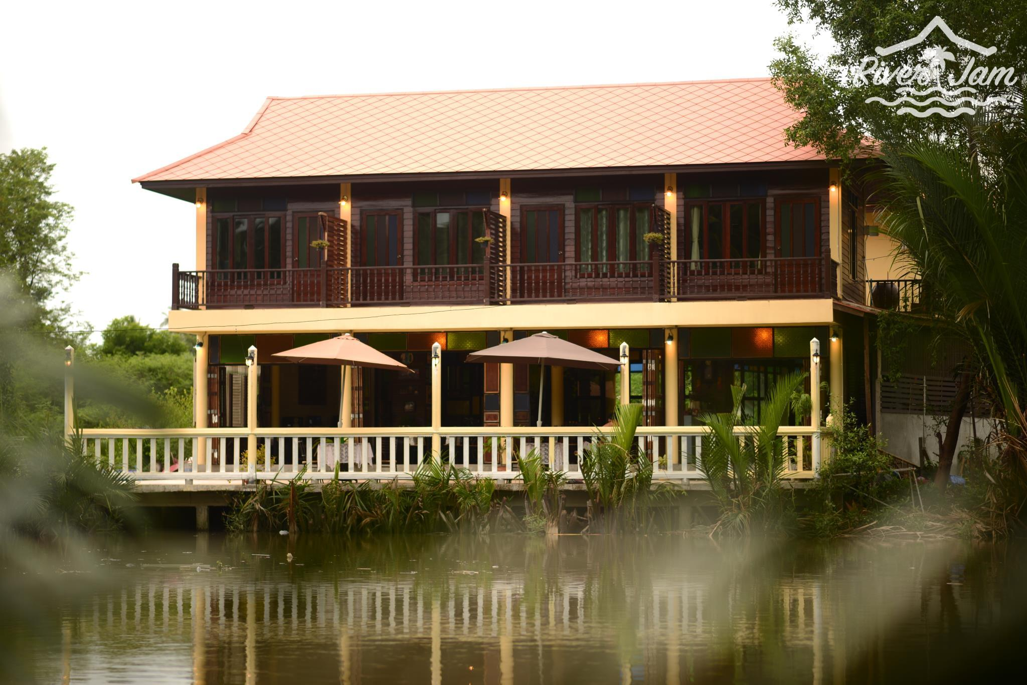 River Jam & Bar, Amphawa