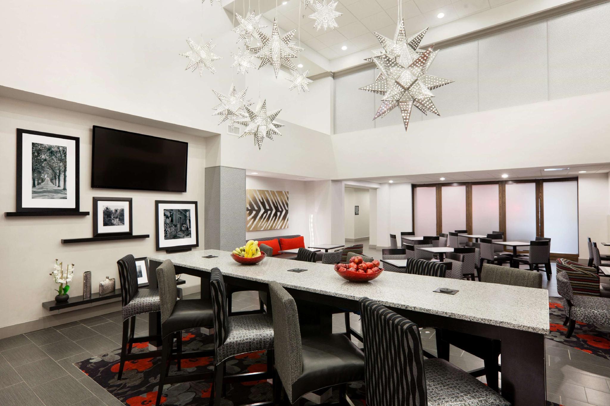 Hampton Inn and Suites Roanoke Airport, Roanoke City