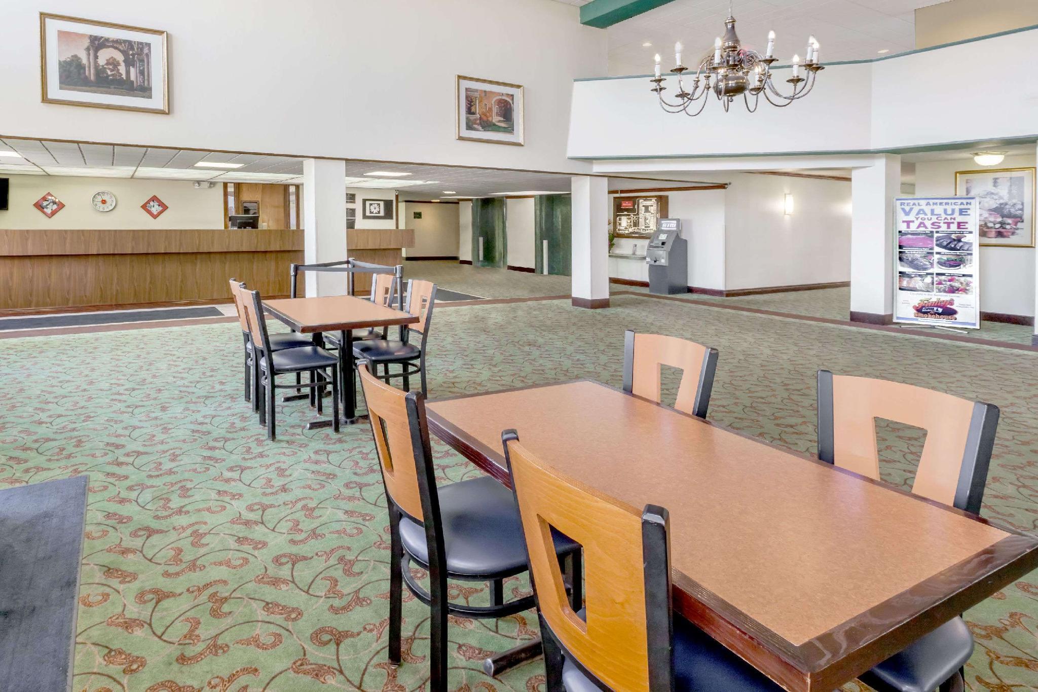 Ramada Hotel & Conference Center by Wyndham Lansing, Eaton