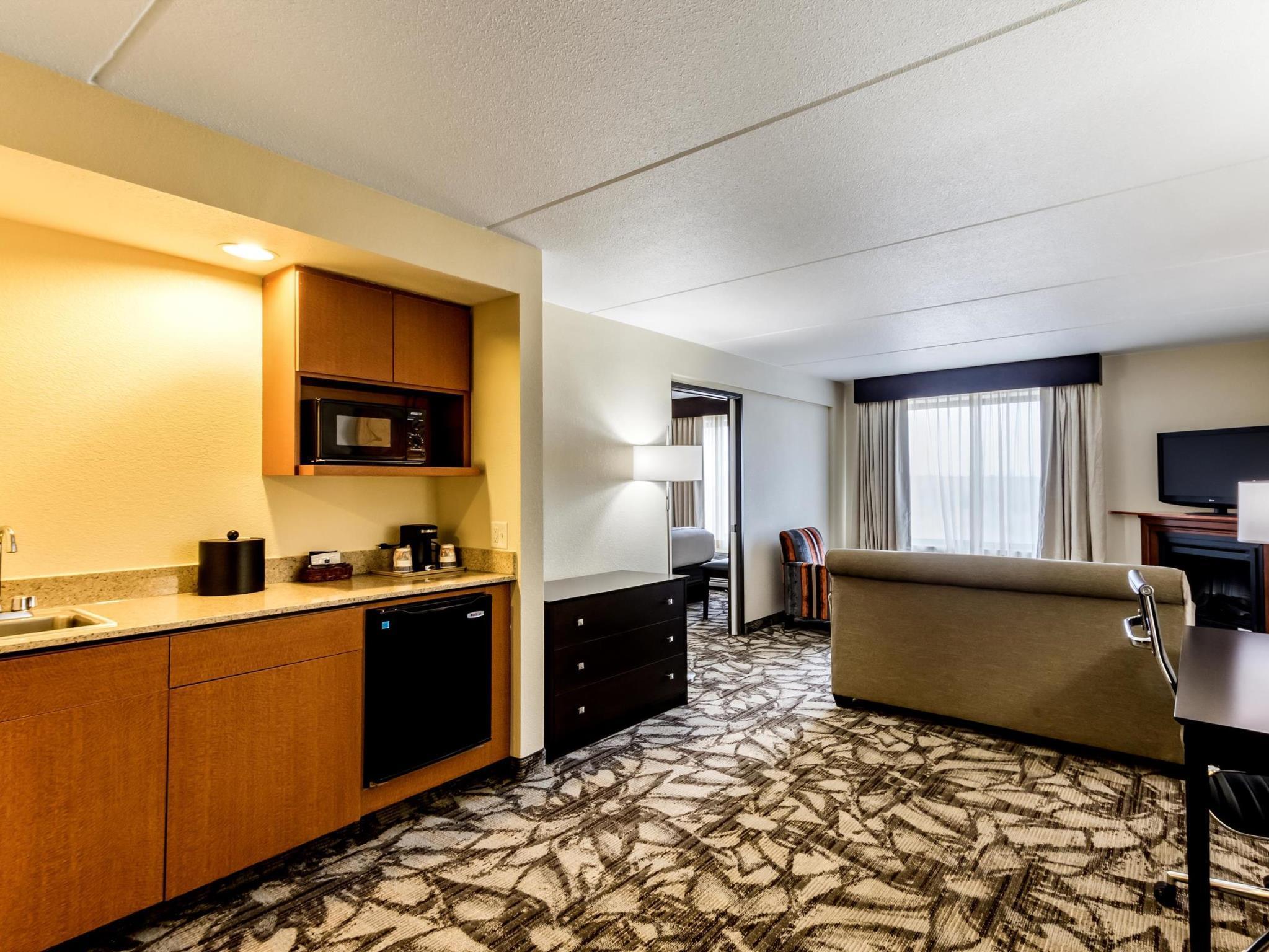 Holiday Inn Express and Suites Cedar Falls Waterloo, Black Hawk