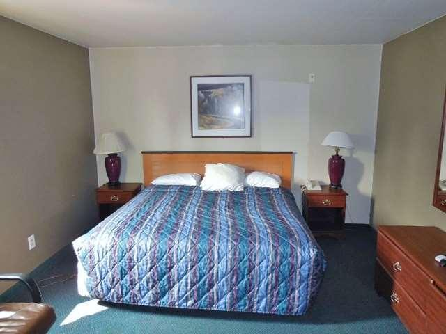1 Queen Bed Accessible NS