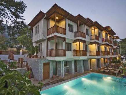 Summer Hotel, Ula