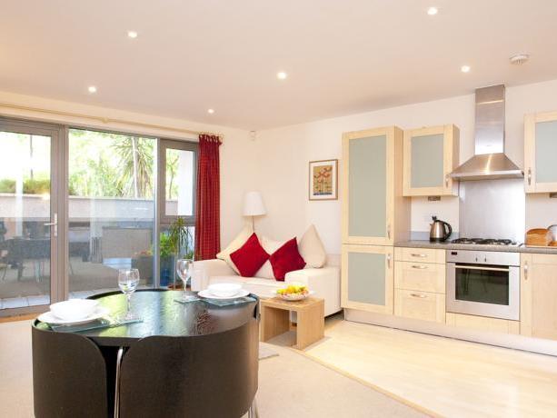 Cleyro Serviced Apartments - Harbourside, Bristol