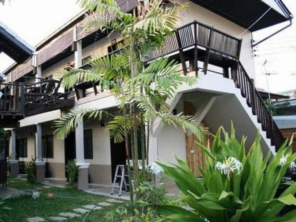 Best price on saithong guest house in chiang mai reviews for Guest house cost