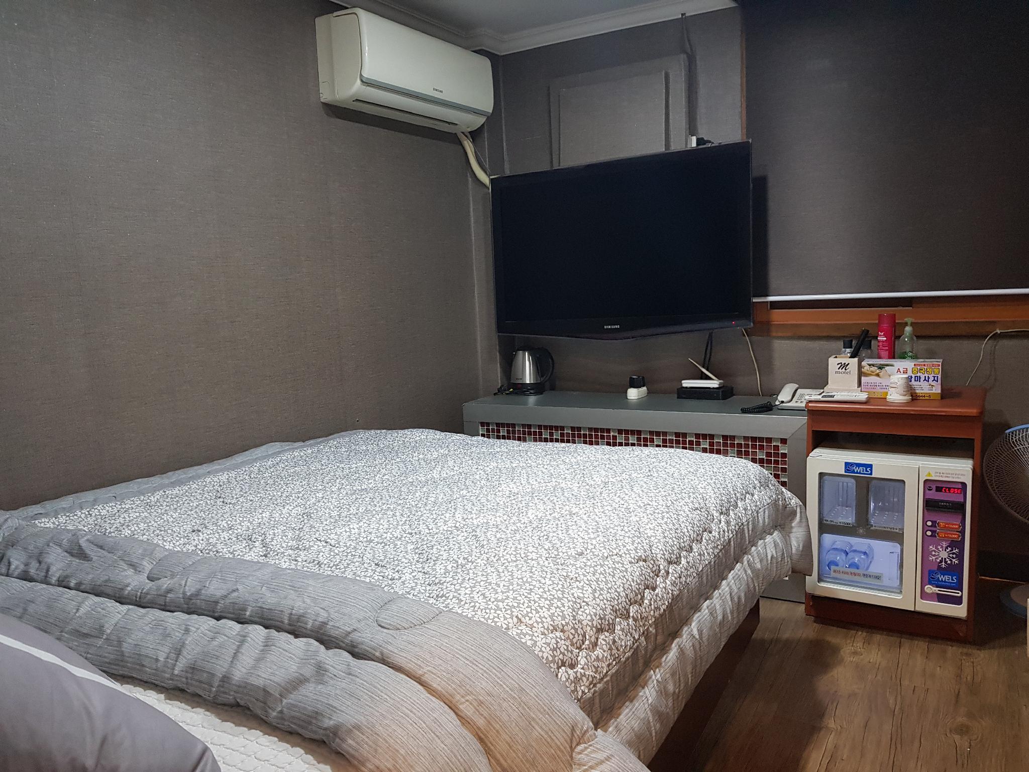 Busan Inn Motel, Dong