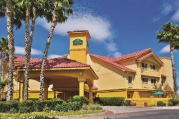 La Quinta Inn & Suites by Wyndham Tucson Airport