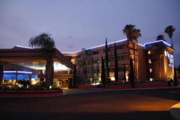 東圖森溫德姆皇家套房華美達酒店