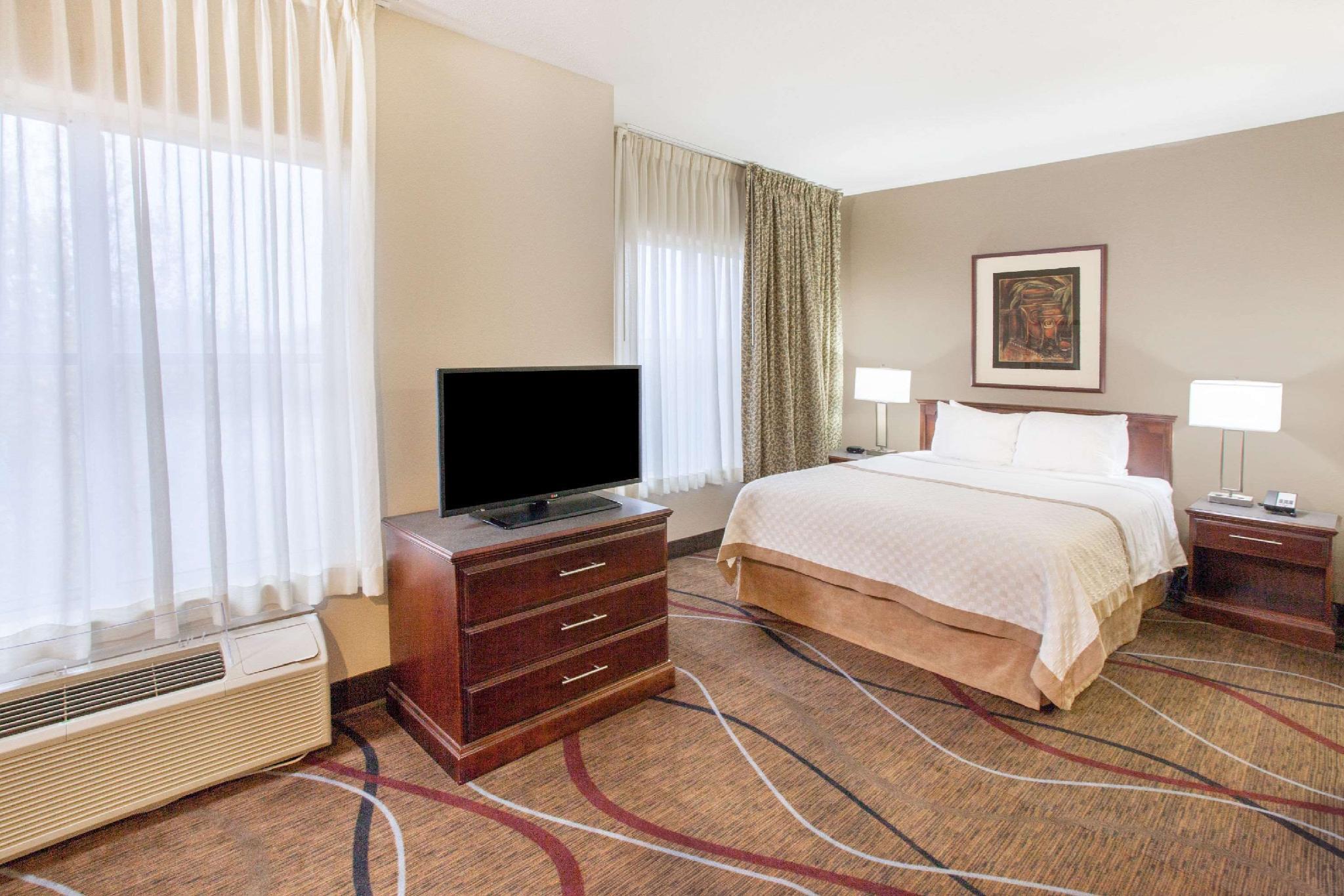 Hawthorn Suites by Wyndham Bloomington, McLean