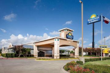 Days Inn & Suites by Wyndham Corpus Christi Central