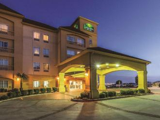 La Quinta Inn & Suites by Wyndham Fort Worth - Lake Worth