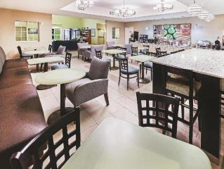 La Quinta Inn & Suites by Wyndham Corpus Christi Northwest