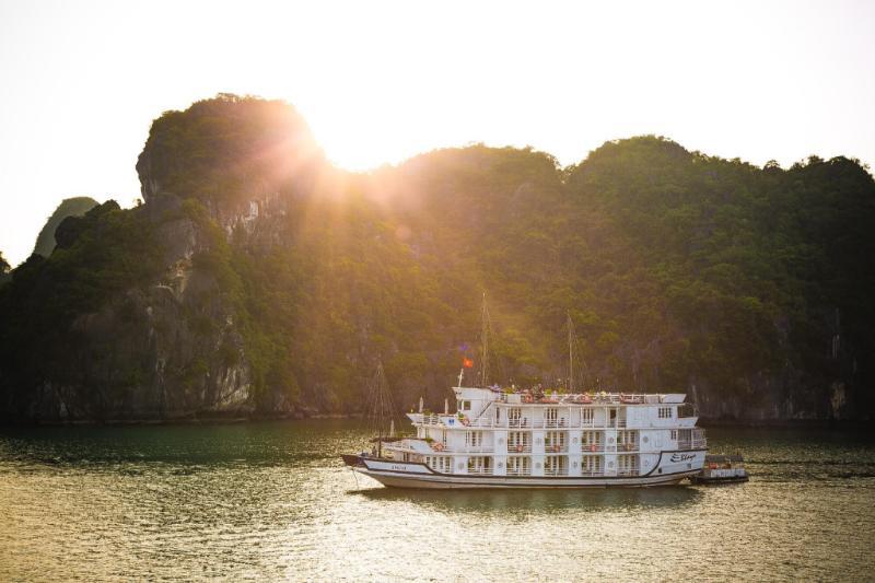 Du thuyền Bhaya Hạ Long
