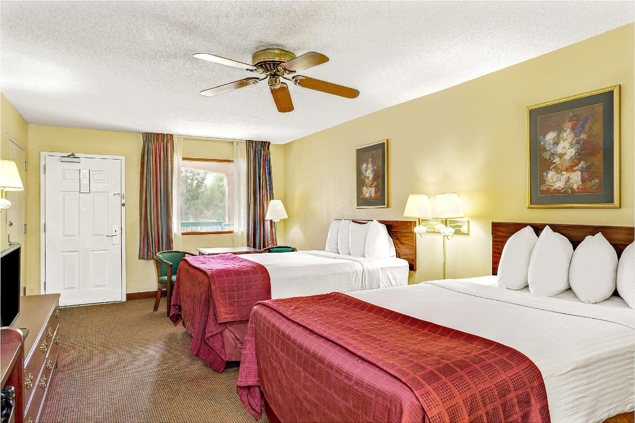 Days Inn & Suites by Wyndham Peachtree City, Fayette